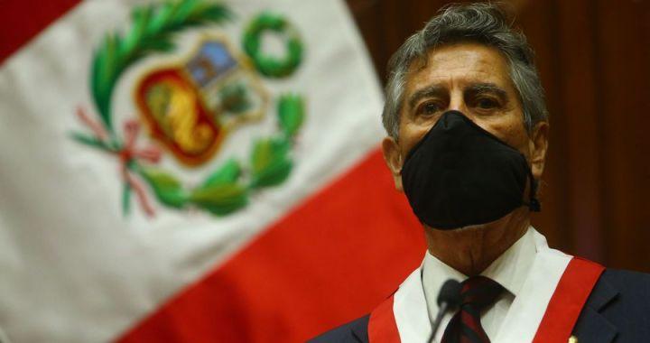 Perú, entre la democracia y el caos institucional