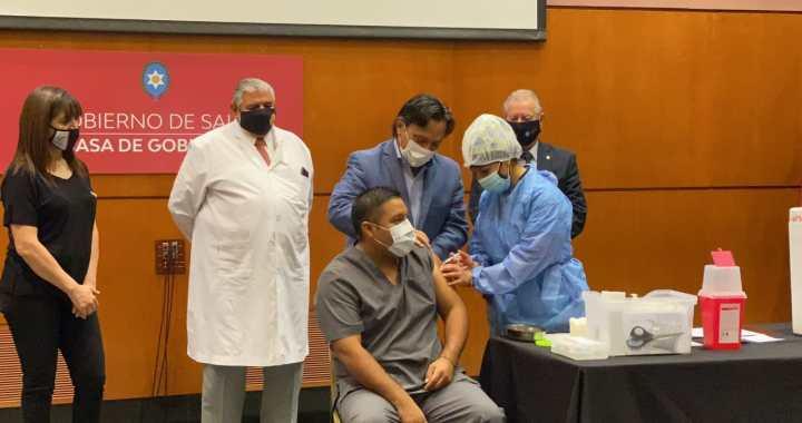 """""""Llegó el día tan anhelado"""": Esteban sobre el inicio de vacunación contra la Covid-19"""