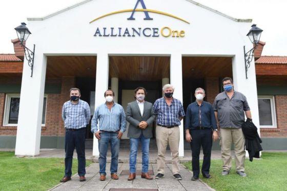 Cumbre Sáenz-Alliance One: acuerdo para subir 50% el precio del tabaco