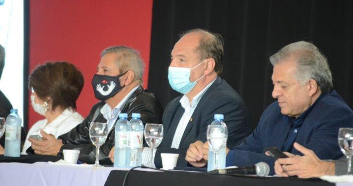 Críticas a Villada: fue a un encuentro político antes de dar positivo para Covid-19