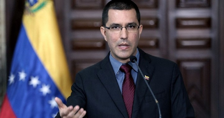 Venezuela denuncia que EEUU e Inglaterra bloquean fondos para comprar vacunas