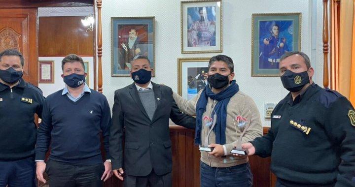 Como hizo Macri, la Provincia recibió al policía Chocobar y hubo críticas