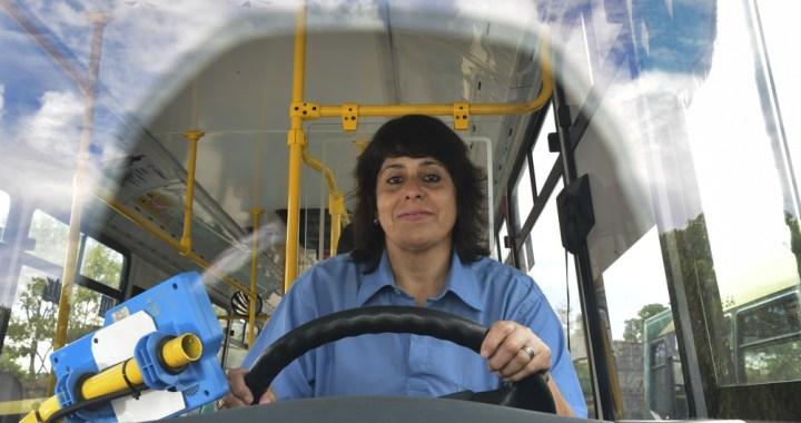 Transporte: avanza la inclusión de mujeres conductoras de colectivos