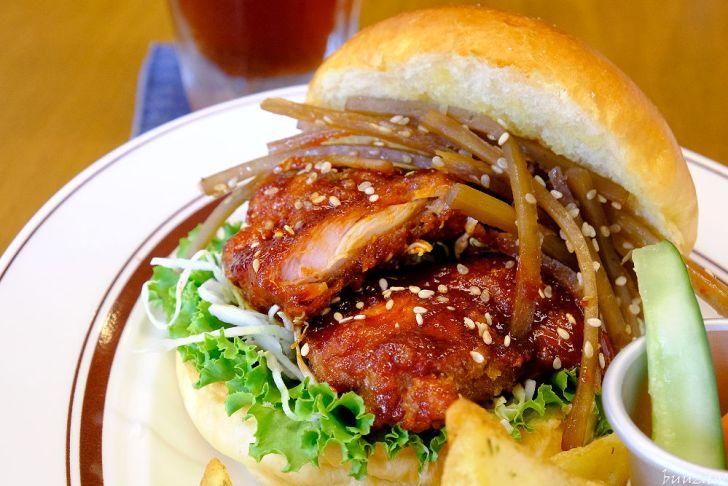 20210903195152 60 - 隱藏在麵包店二樓的漢堡店,青春漢堡,老宅內販售著日式洋食~
