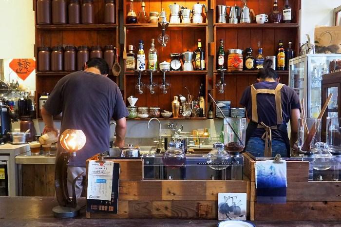 <台中咖啡> 里厚來坐自家烘焙咖啡店,內有豐富古件老道具,伴著陶鍋手焙咖啡香!