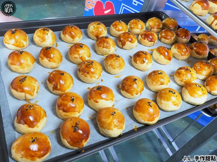 P8260783 01 - 熱血採訪   傳承四代的佶利蛋行竟然賣起蛋黃酥!現場免費試吃,自家紅土鹹鴨蛋製作