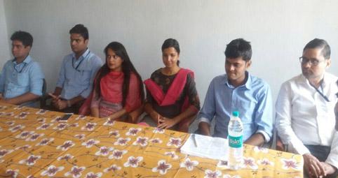 टीम लीडर निहारिका गुप्ता के साथ अन्य पांच सदस्य