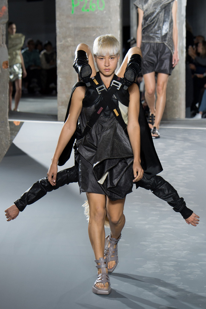 RICK_OWENS_2016SS_Pret_a_Porter_Collection_runway_gallery-25