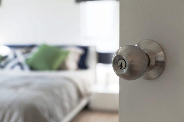 feng-shui-bedroom-door