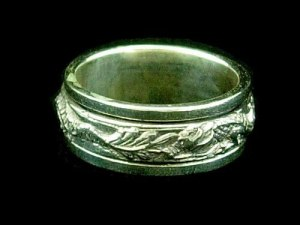 Oxidized Silver Double Dragon Rotating Ring1
