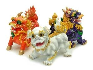 3 Different coloured Fu Dogs