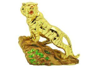 golden_tiger_climbing_mountain_1