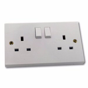 ESR 2G 13A White 230V UK 3 Pin Switched Electric Wall Socket
