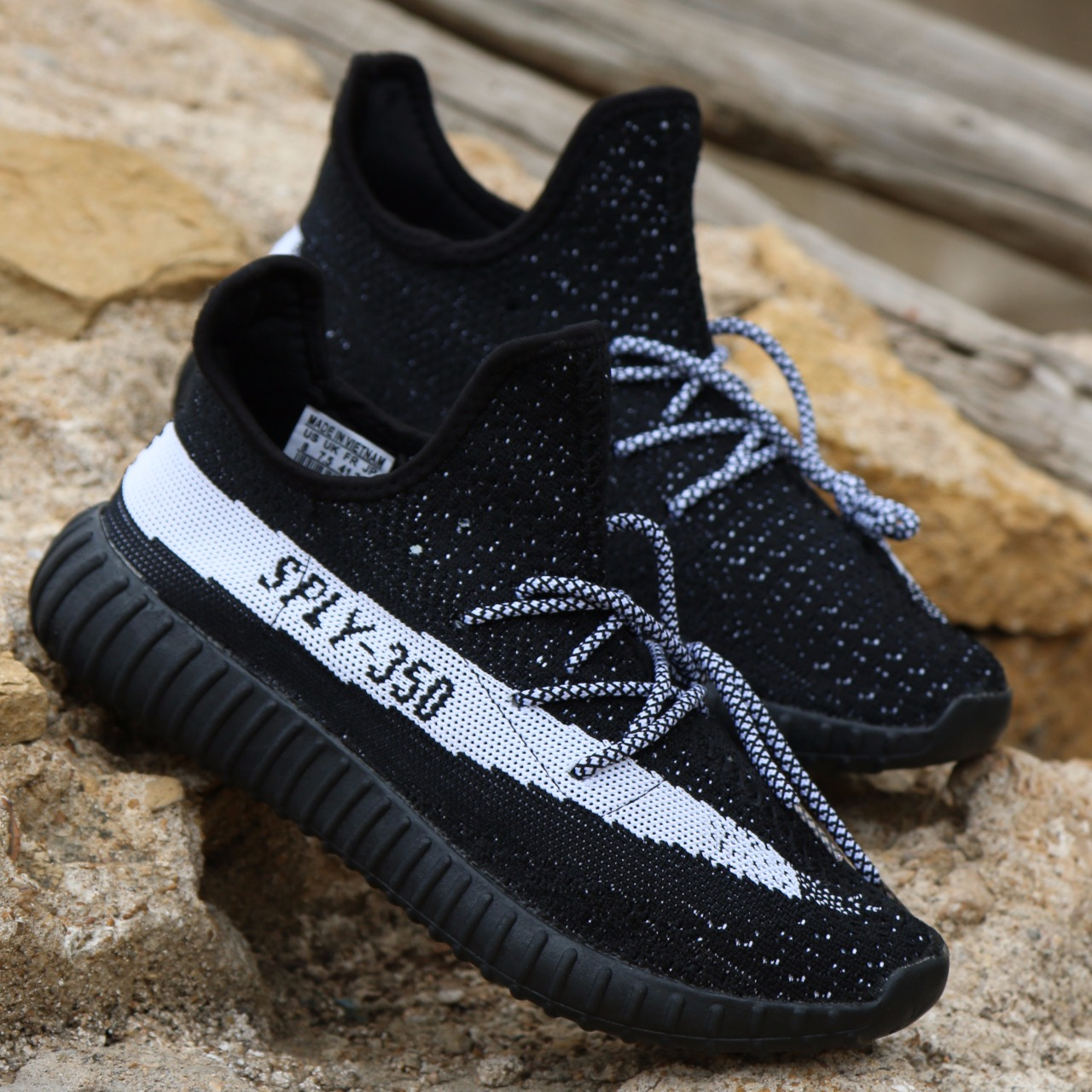 sports shoes f8a54 01bf8 Sply YEEZY BOOST 350 V2 BLACK/WHITE