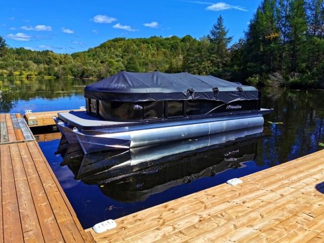 Manitou pontoon boats, Boats for sale in Muskoka, pontoon brand comparision