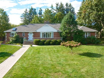 Home For Sale in Allendale