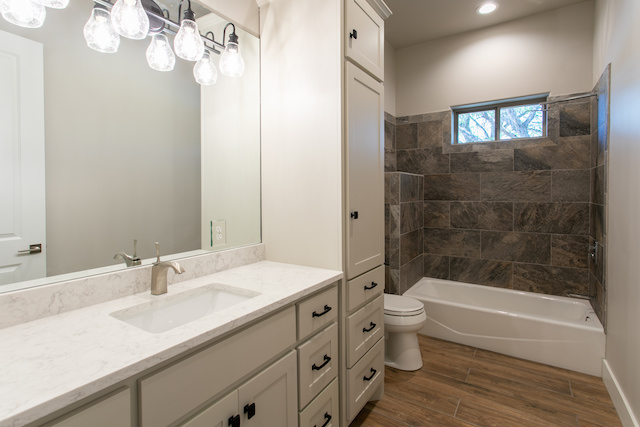 second bathroom with shower tub combo