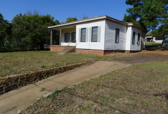 304 N. Loop 256, Palestine Tx 75801 - House for Sale