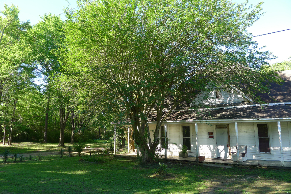 402 Hemby, Elkhart, TX 75839 – FarmHouse on 5 Acres For Sale