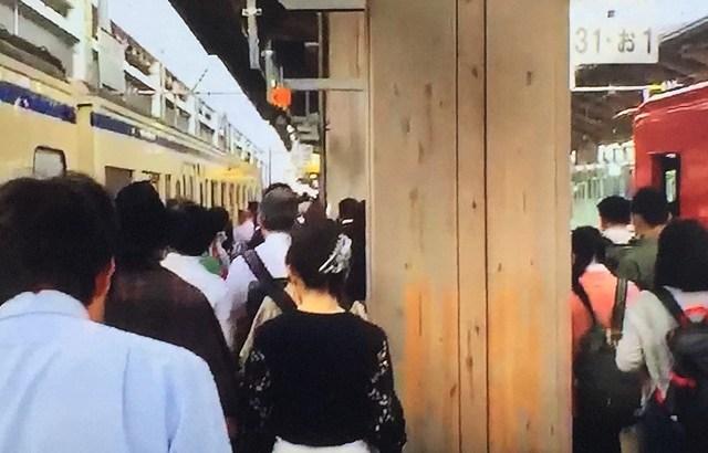 高架化した熊本駅の異常に狭いホームを綾瀬駅と比べると明白な危険さ。安藤忠雄デザインでおしゃれにしても人身事故は防止しようねJR九州さん。