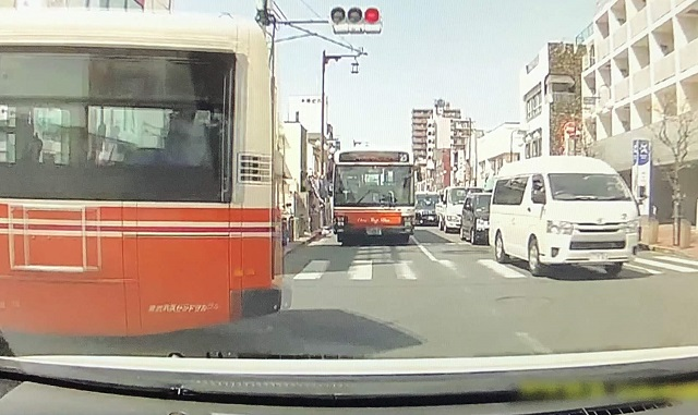東武バスが逆走を続ける竹ノ塚駅付近のヤバい交差点とは?踏切で悲惨な死亡事故があったのに危険が分散しているだけという実情。