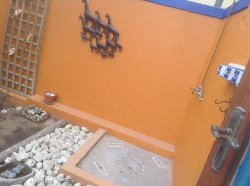 Van Zylrus Hotel - outdoor shower