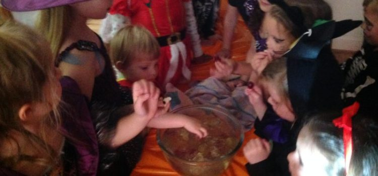 Halloween Party Games and Craft for Kids!