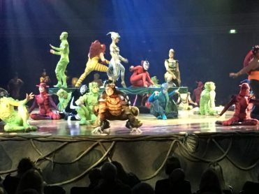 Buzymum - The choreography in Ovo reflected the insects they were imitating
