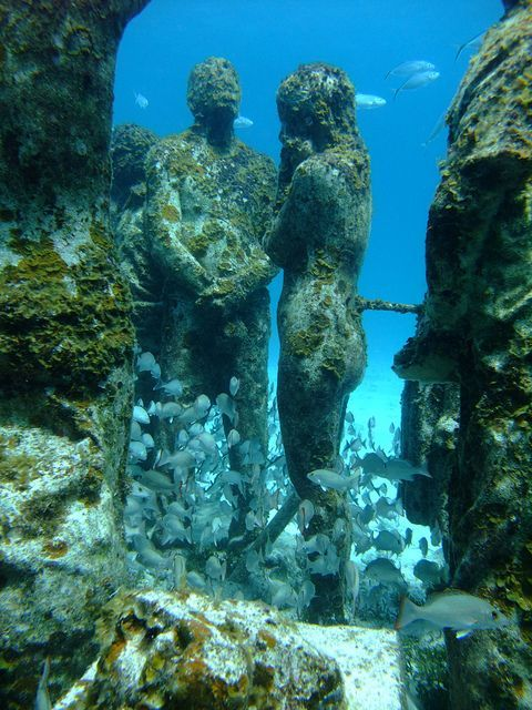 things to see underwater statues
