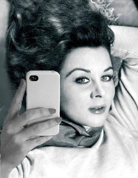Fatma Girik Yeşilçam Selfie