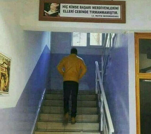 Hiç Kimse Başarı Merdivenlerini Elleri Cebinde Tırmanmamıştır