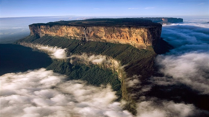 Photo Credit http://moversandmoves.blogspot.in/2015/03/mount-roraima-venezuela.html