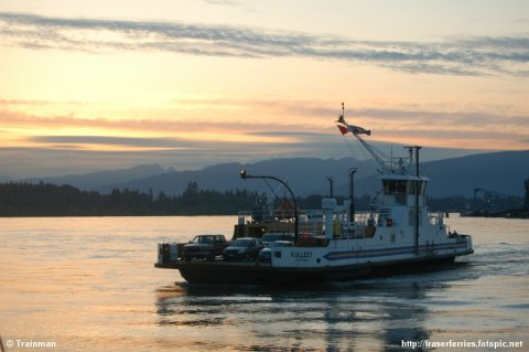 Albion Ferry's MV Kulleet sails during a lovely fall sunset. Photo by <a href=http://fraserferries.fotopic.net/>Duane Cooke</a>.