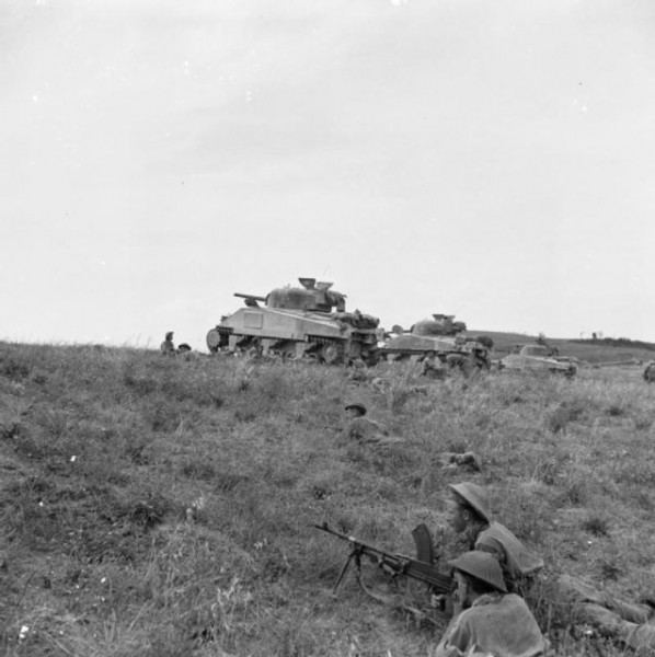 The_British_Army_in_Italy_1944_NA18124-638x640