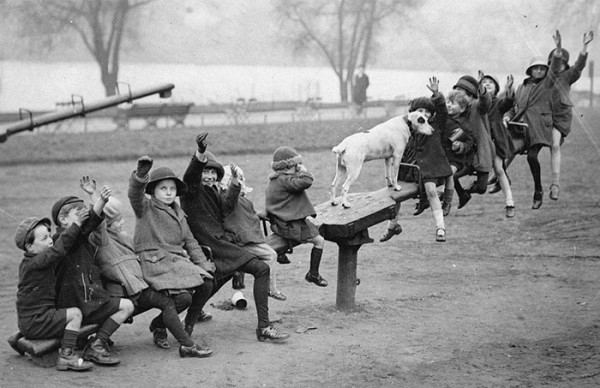 historical-children-playing-photography-58-58ac19d3e2212__700