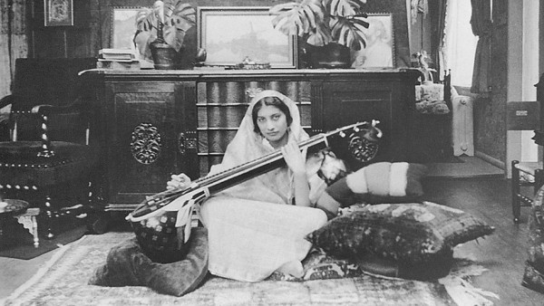 Noor Inayat Khan müzik eğitimi
