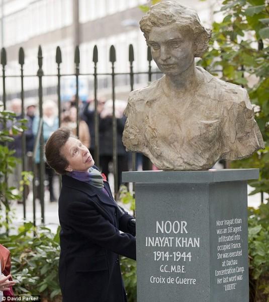 Noor Inayat Khan Heykel
