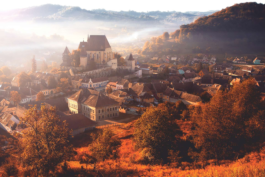 https://i0.wp.com/buzzive.com/wp-content/uploads/2014/11/5.-Autumn-in-the-Village-Biertan.jpg