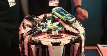 LEGOレゴのボディにアンドロイドの頭脳を持つルービックキューブ職人