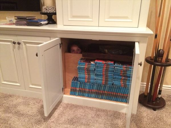 funny-kids-playing-hide-and-seek-221__605_R
