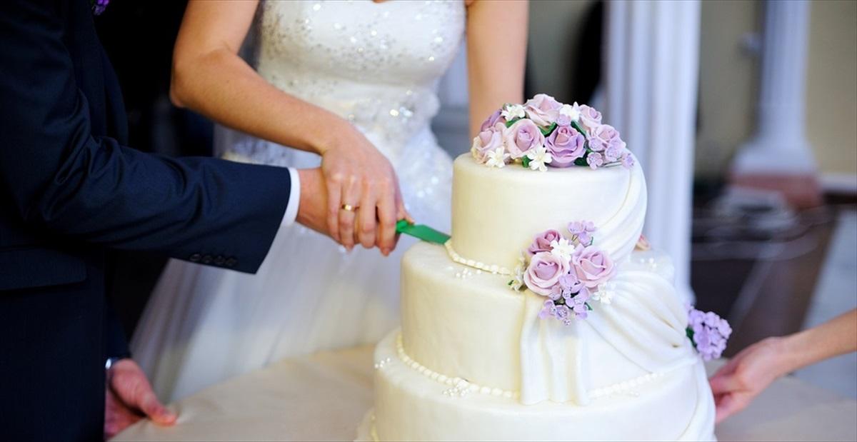 とある結婚式で現れたのは\u2026! 『こんなに勿体ないケーキ入刀は見