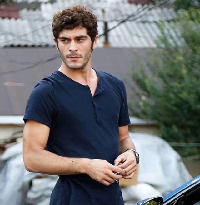 Burak-Deniz-Hot-Turkish-Actor-Turkish-men-photos-hairstyle-in-snow