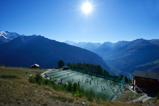 Worlds-Most-Amazing-Football-Pitches-1