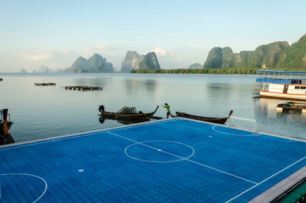 Worlds-Most-Amazing-Football-Pitches-3