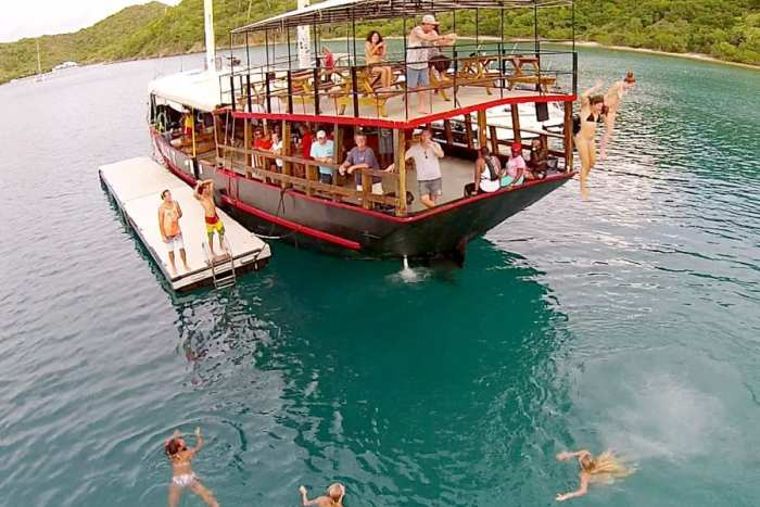 Willy T Floating Bar and Restaurant