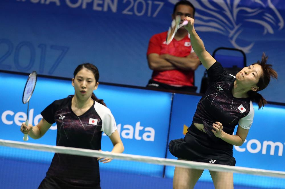 In Women's Doubles, Japan's Shiho Tanaka and Koharu Yonemoto, The Japanese had to save a match point before overcoming Thailand's Jongkolphan Kititharakul/Rawinda Prajongjai, 16-21 21-15 22-20, to enter the second round.