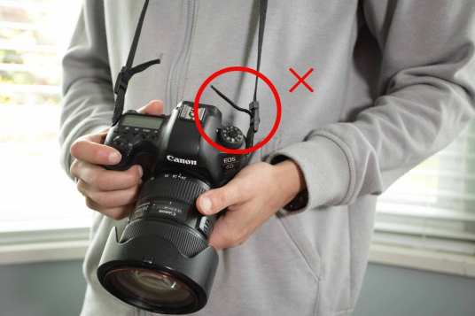 bad way of tying camera strap