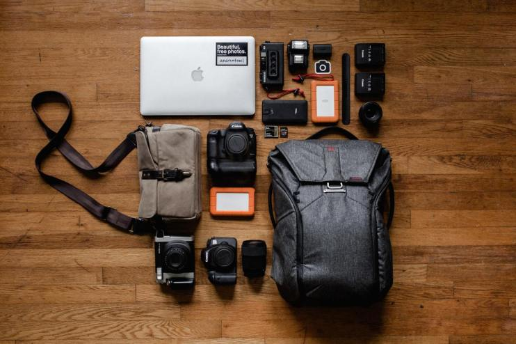 camera-bag-with-tools-for-photography