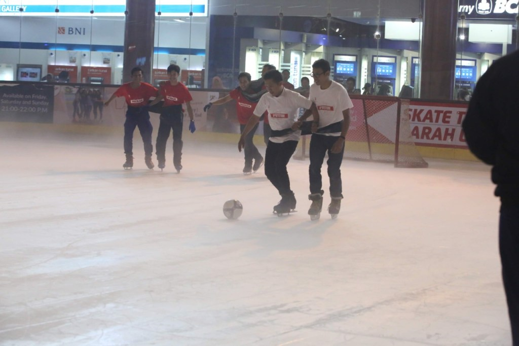 Futsal on Ice di BX Rink Bintaro Xchange Ice Skating RInk HUT RI 74 - 12
