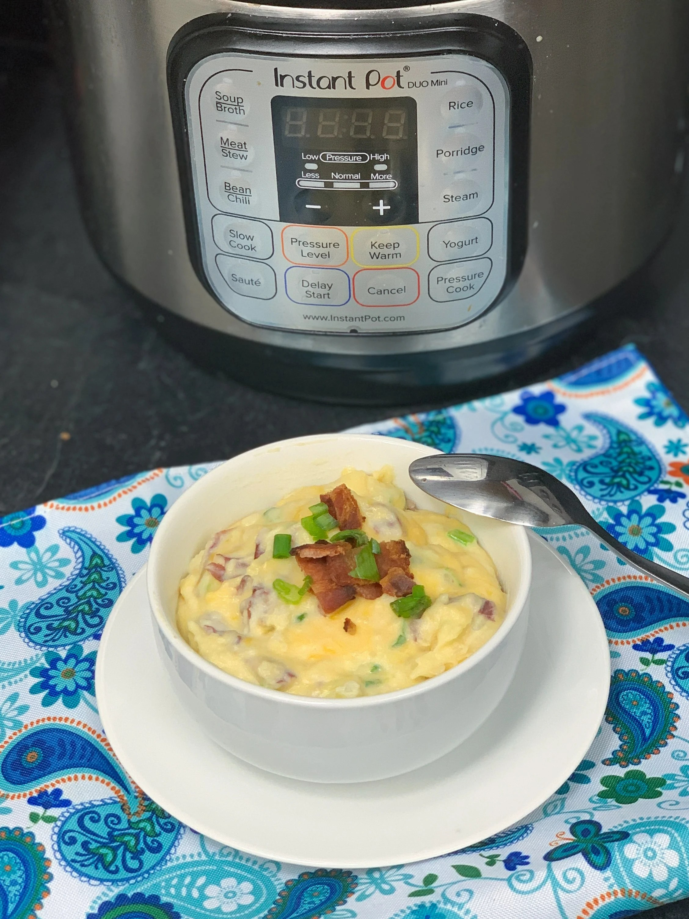 These creamy loaded mashed potatoes are an amazing side dish. Serve them up with a juicy steak or with fried chicken. #potatoes #sidedish #sides #bacon #recipe #recipes #instantpot
